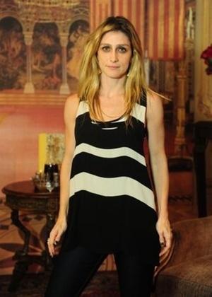 """A diretora geral Amora Mautner na coletiva de imprensa de """"Cordel Encantado"""" (24/1/2011)"""