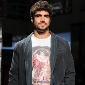 Caio Castro no segundo dia de desfiles da 10ª edição do Coleções Outono/Inverno em São Paulo (15/3/11)