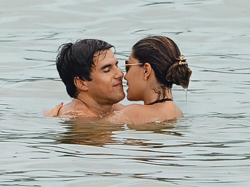 Carlos Eduardo Baptista e Juliana Paes namoram em Búzios (março/2011)