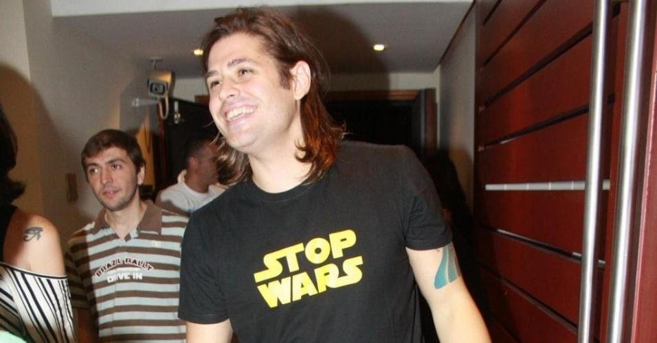 Dado Dolabella vai à pré-estreia de peça no Rio de Janeiro (3/3/11)