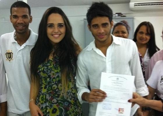 A cantora Perlla se casa com o baixista de sua banda, Cássio Castilho (18/3/11)