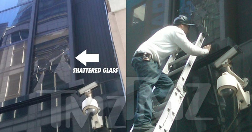 Janela quebrada pelo cantor Chris Brown, segundo o TMZ, no estudio do