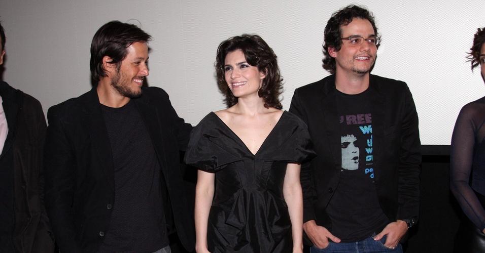 Roger Gobeth, Arieta Correa e Wagner Moura posam juntos na pré-estreia de