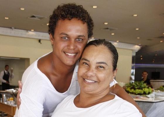 Solange Couto e Jamerson Andrade em uma churrascaria na zona oeste do Rio (15/2/2011)