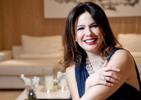 Luciana Gimenez na sede da RedeTV!, em São Paulo (27/10/10)
