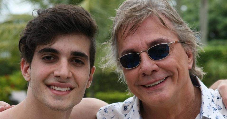 Os cantores e atores Fiuk (à esq.) e seu pai Fábio Jr. em cena do programa especial