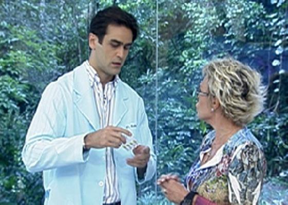 Guilherme Furtado explica a Ana Maria Braga, de óculos, como tratar a conjuntivite (4/4/2011)