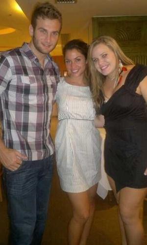 Wesley, Maria e Paulinha jantam juntos no Rio (4/4/11)