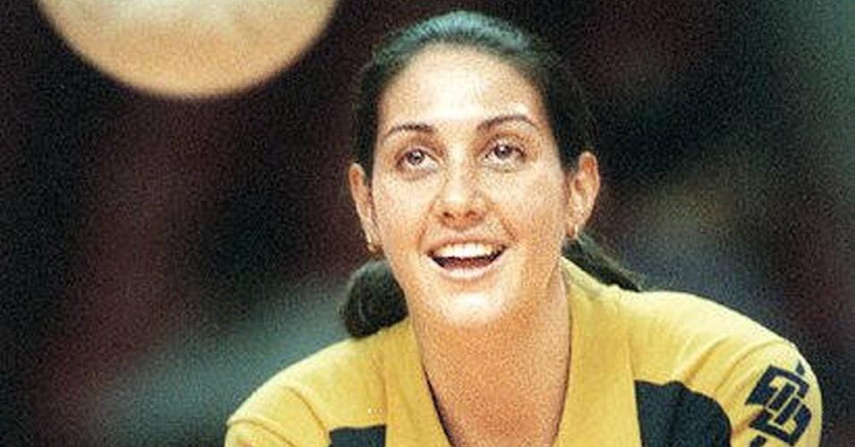 A jogadora da seleção brasileira feminina de vôlei, Fernanda Venturini, antes de partida entre Brasil e Coréia, válida pelo Grand Prix 95 de Vôlei, em Belo Horizonte, Minas Gerais (19/7/1996)