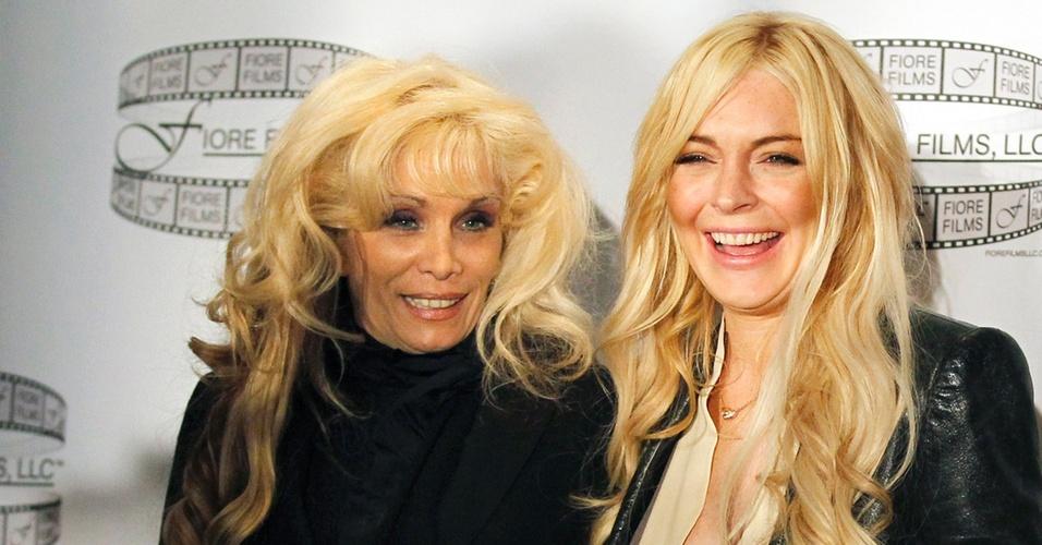 A atriz Lindsay (à direita) vai interpretar Victoria Gott (à esquerda), filha de um gangster, vivido pelo ator John Travolta (12/4/11)
