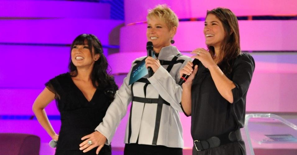 Grávidas, Daniele Suzuki e Priscila Fantin gravam o programa