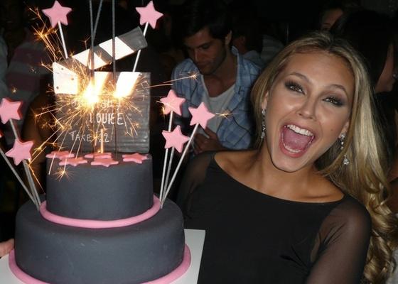 A atriz Louise D'Tuani ganha festa de aniversário surpresa no Rio de Janeiro (17/4/11)