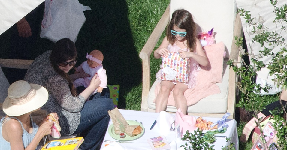 Suri Cruise, filha de Katie Holmes e Tom Cruise, comemora seu aniversário de cinco anos com festa na mansão da família em Beverly Hills (17/4/2011)