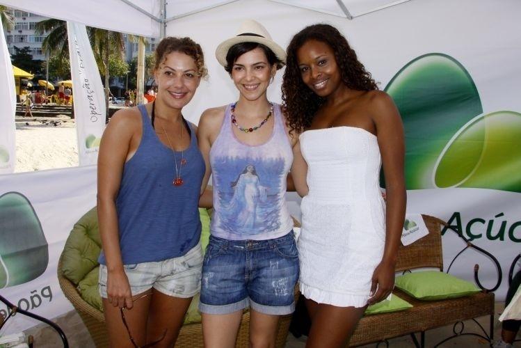 As atrizes Fabíula Nascimento, Tainá Müller e Roberta Rodrigues participam de projeto ecológico no RJ (23/4/11)