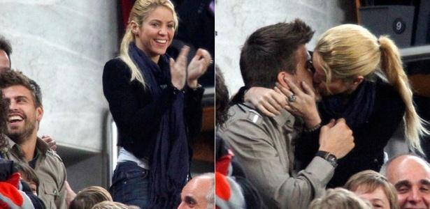Cantora Shakira beija namorado, o jogador Gerard Piqué, em jogo do Barça, na Espanha (23/4/11)