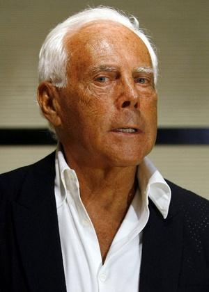 O estilista Giorgio Armani posa durante apresentação de sua grife em Milão, na Itália (12/3/2011) - Alessandro Garofalo/Reuters