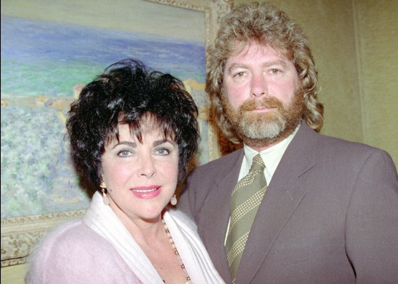 Elizabeth Taylor e Larry Fortensky em Nova York (14/6/1995)