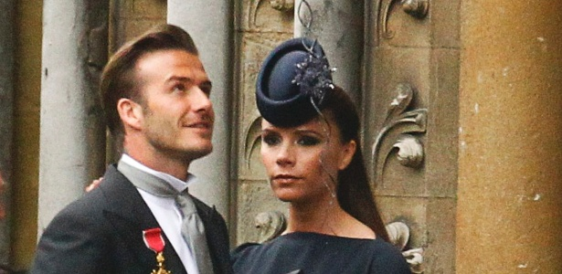 O jogador David Beckham e sua mulher, Victoria Beckham, chegam à Abadia para o Casamento Real (29/4/11) - Reuters