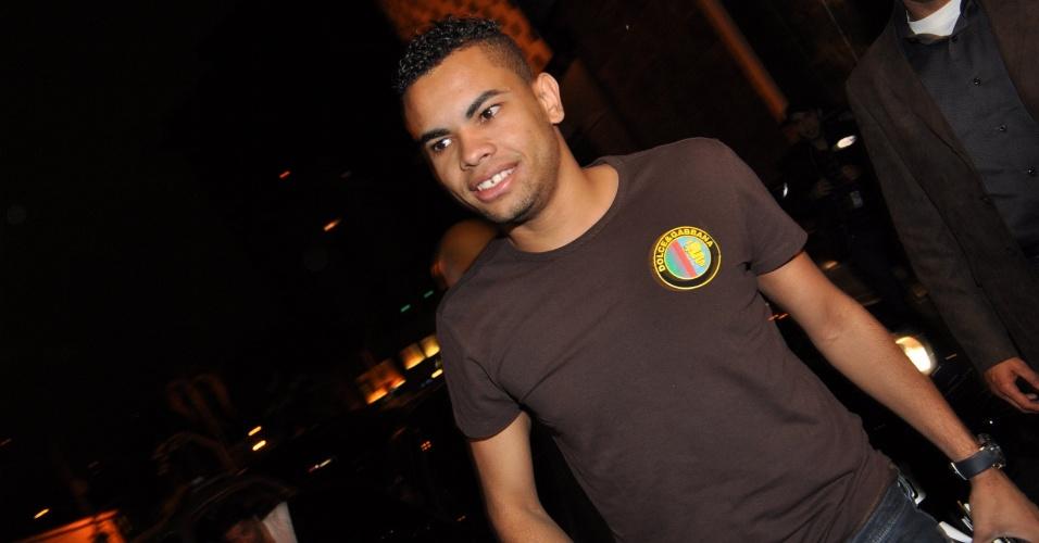 Dentinho no aniversário do Ronaldo Fenômeno no bar Cortez do Itaim em São Paulo (18/9/2010)