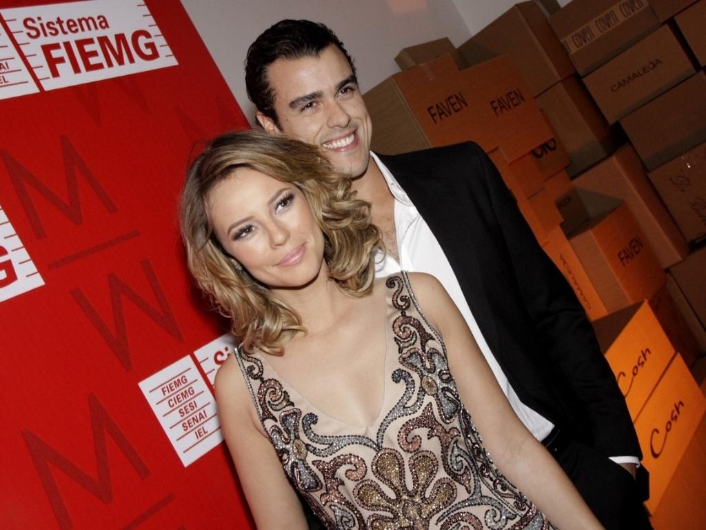 Paola Oliveira e Joaquim Lopes vão a evento de moda em Minas (10/5/2011)