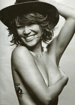 """Geovanna Tominaga posa para a seção """"Happy Hour"""" da """"Playboy"""" (12/5/2011)"""
