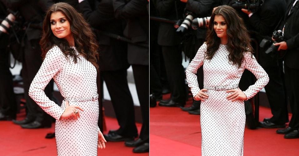 A atriz Alinne Moraes passa pelo tapete vermelho do Festival de Cannes usando um vestido Reinaldo Lourenço e sapatos Christian Louboutin (19/5/2011). A atriz foi ao evento a convite de uma marca de produtos de beleza