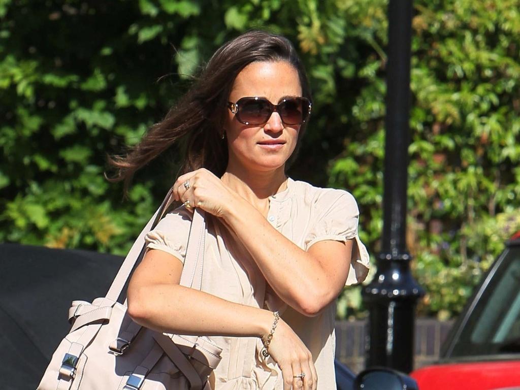 Pippa Middleton passeia pelas ruas de Londres (23/5/11)