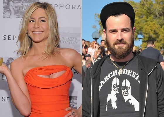 """Jennifer Aniston lança perfume que leva seu nome em loja em Nova York (5/5/2011) e Justin Theroux na première do filme """"Your Highness"""", em Santa Barbara (1/4/2011)"""