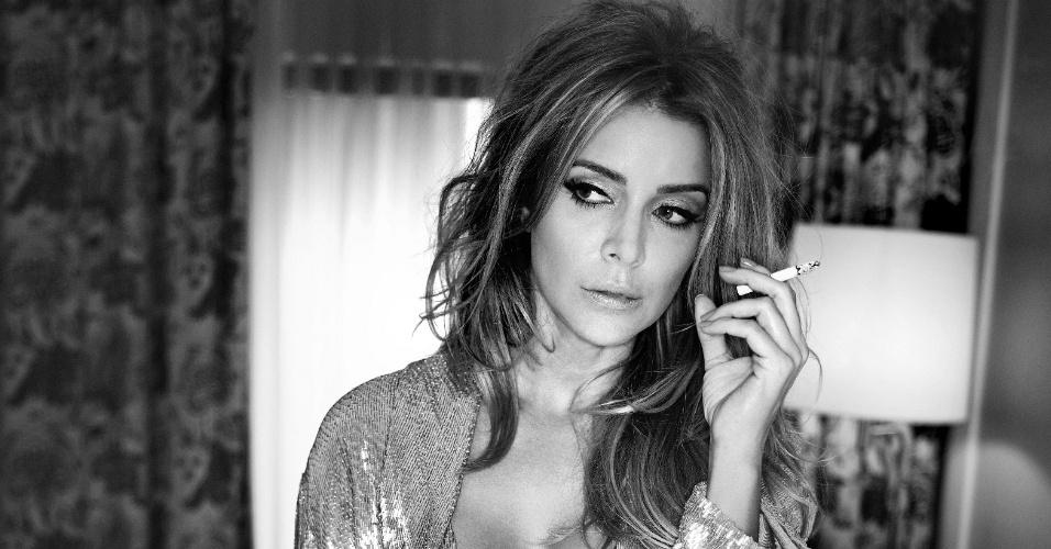"""Christine Fernandes faz ensaio sensual para a revista """"Status"""" de junho"""