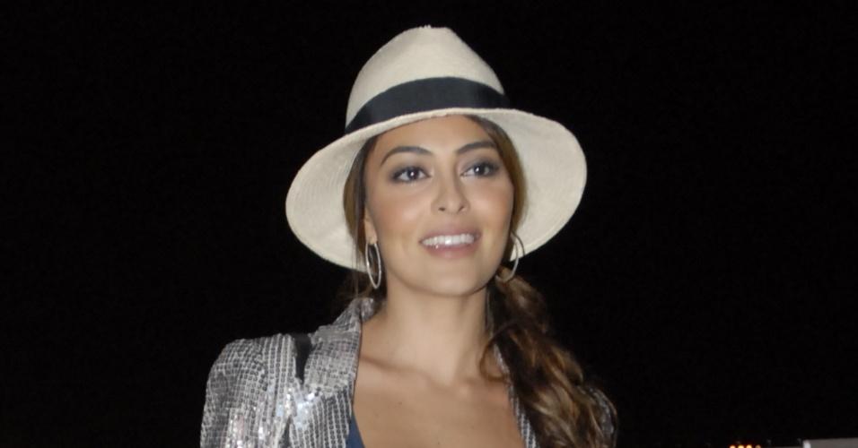 Atriz Juliana Paes no terceiro dia de desfiles do Fashion Rio, no Piér Mauá (1/6/11)