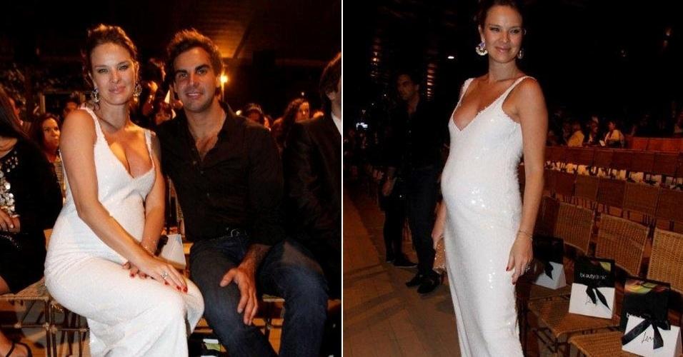 A atriz Letícia Birkheuer exibe barriga de grávida ao lado do noivo, o empresário Alexandre Fumanovich, durante o Fashion Rio (3/6/11)