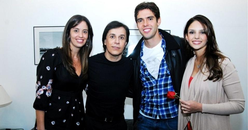 Ao lado da mulher, Patrícia, Tom Cavalcante recebe Kaká e Caroline Celico, em São Paulo (8/6/11)