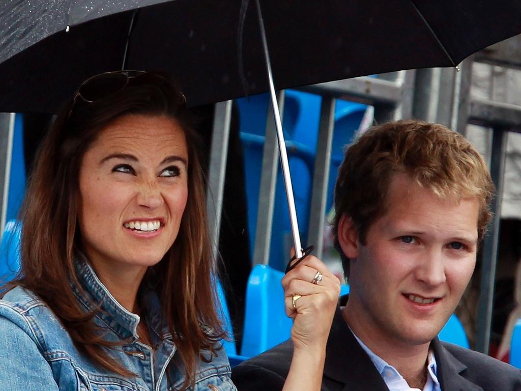 Pippa Middleton assiste partida de tênis e se diverte ao lado do ex-namorado George Percy (9/6/11)
