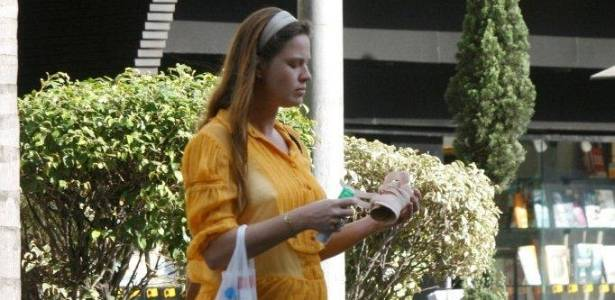 Letícia Birkheuer passeia pelas ruas do Leblon, no Rio de Janeiro (22/6/11)