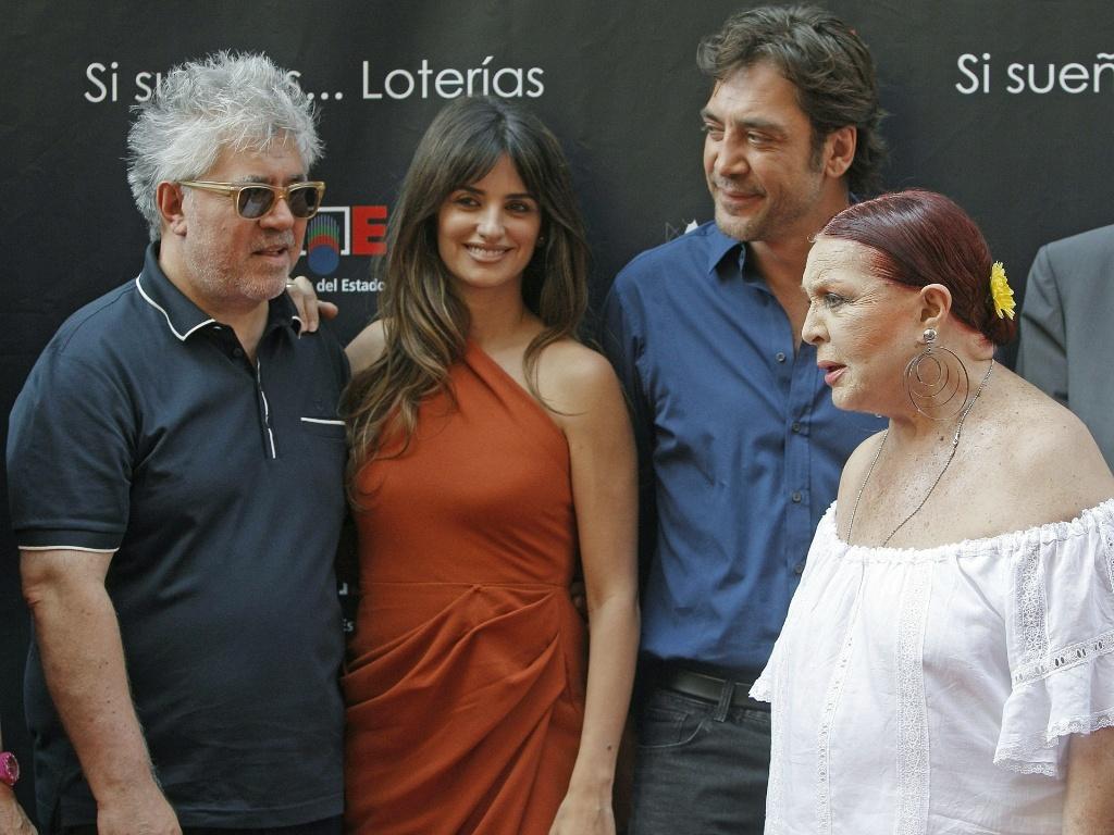 O cineasta Pedro Almodóvar, as atrizes Penélope Cruz e Sara Montiel e o ator Javier Bardem participam da inauguração da