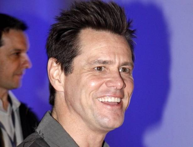 """Jim Carrey chega à pré-estreia de seu novo filme, """"Os Pinguins do Papai"""", no Rio (28/6/11)"""