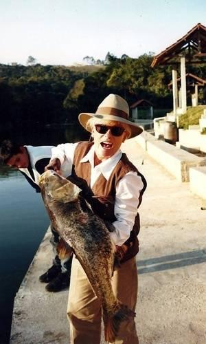 Ana Maria Braga postou no Facebook uma foto sua durante uma pescaria.