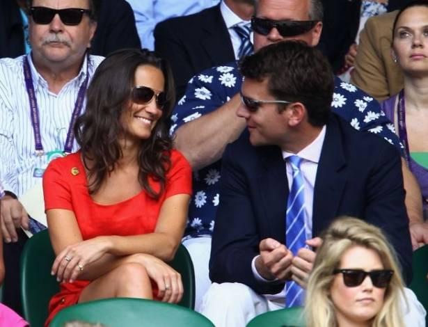 Apesar dos rumores de que Pippa Middleton tivesse terminado o namoro com Alex Loudon, é com ele que ela foi assistir ao Torneio de Wimbledon (29/6/11)