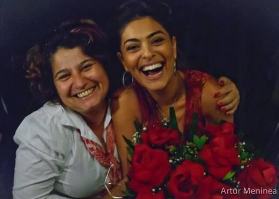 Juliana Paes comemora o último dia de gravação da série