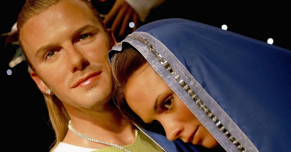 Figuras de cera do casal David Beckham e Victoria Beckham, vestidos como José e Maria para o período de Natal, no museu Madame Tussauds de Londres (8/12/2004)