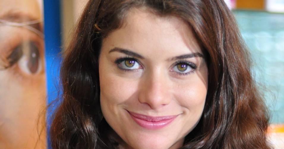 """Alinne Moraes grava cena da série """"O Astro"""" (junho/2011)"""