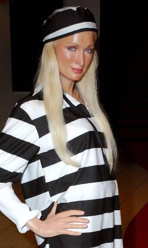 Figura de cera da socialite Paris Hilton vestida com uniforme da prisão no museu Madame Tussauds de Nova York (24/6/2007)