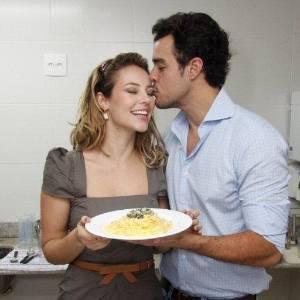 Paola Oliveira e Joaquim Lopes participam de evento promocional de uma grife de roupas no Rio (8/7/2011)