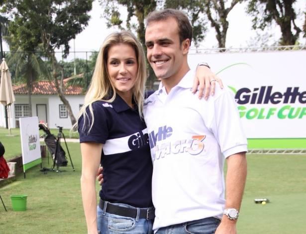 Deborah Secco acompanha o marido, o jogador Roger Flores, em torneio de golfe em São Conrado, no Rio (20/7/2011)