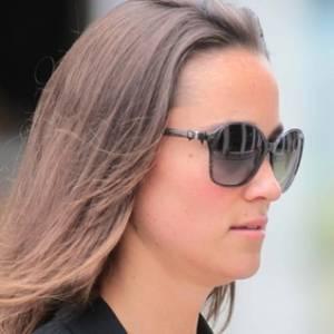 Pippa Middleton, irmã da duquesa Kate, é flagrada indo para o trabalho, em Londres (20/7/11)