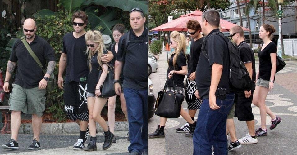 Avril Lavigne é fotografada ao deixar restaurante no Rio (31/7/11)