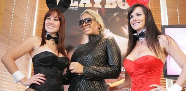 Adriane Galisteu fala sobre sua nova Playboy em entrevista coletiva (2/8/2011)