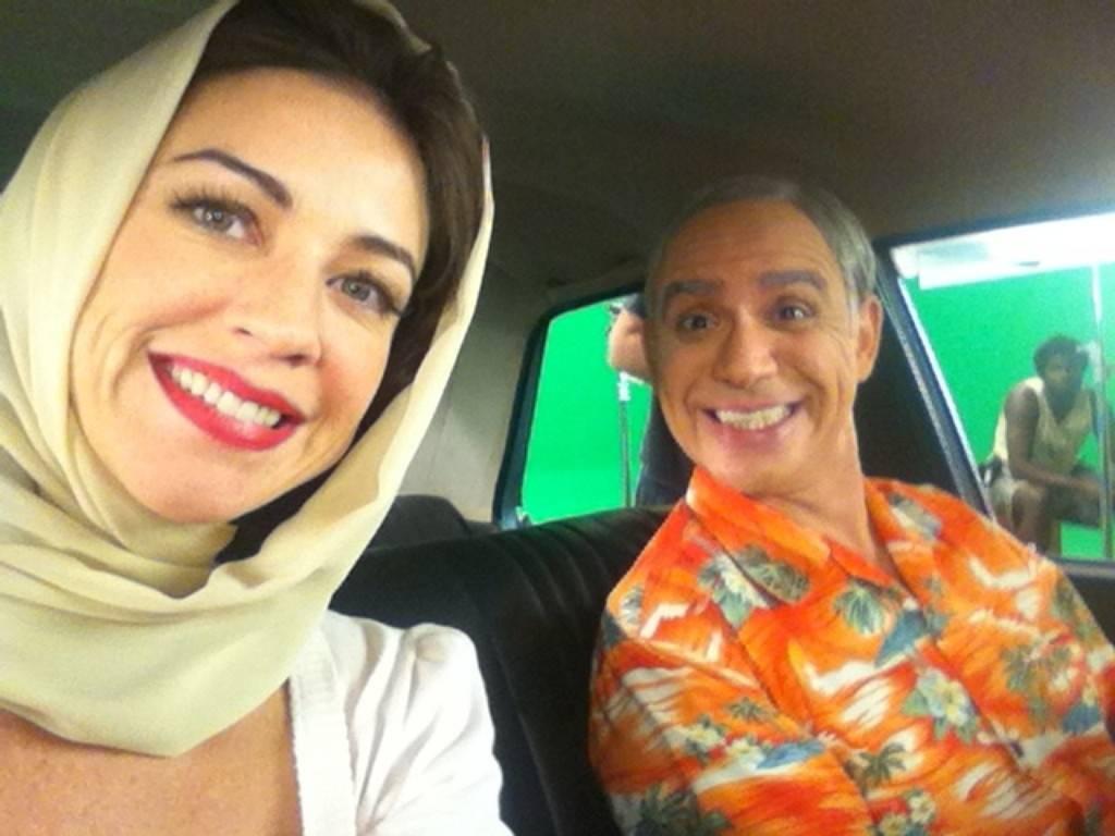 Luana Piovani e o humorista Hubert durante filmagens de