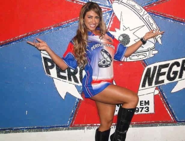 A ex-BBB Jaque Khury foi escolhida nesta terça-feira (9) como madrinha da bateria da Pérola Negra, escola de samba de São Paulo (9/8/11)