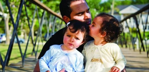 Luciano com as filhas Helena e Isabella (agosto/2011)